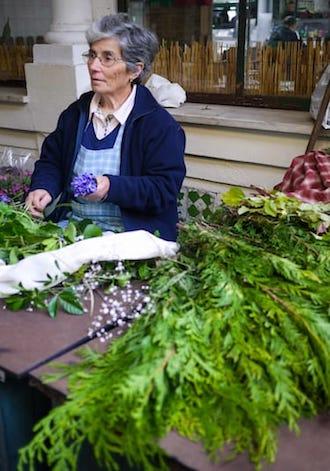 vendedora flores mercado bolhao