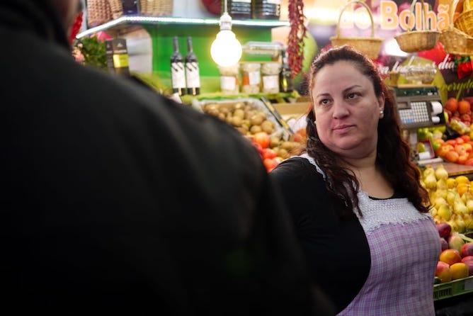 vendedora frutas mercado bolhao porto