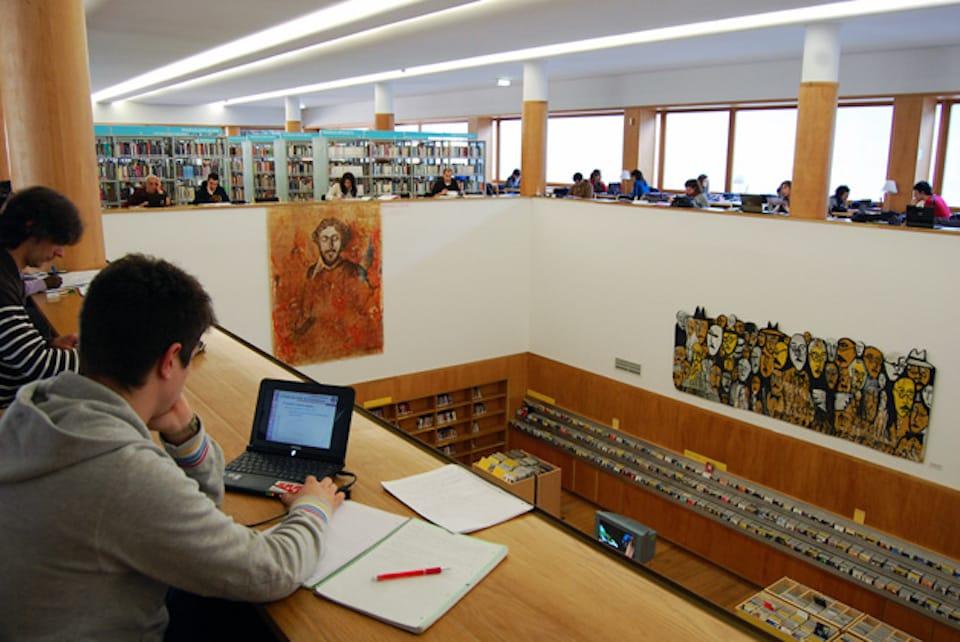 biblioteca municipal almeida garret estudar trabalhar cafes porto