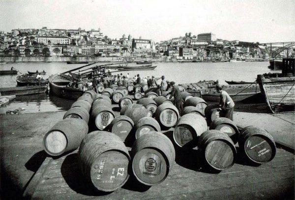 porque as caves do vinho do porto sao em gaia