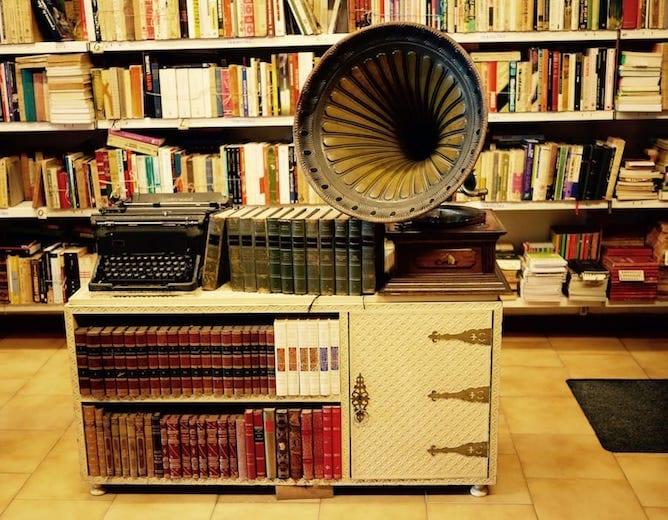 second hand bookstore porto chamine da mota