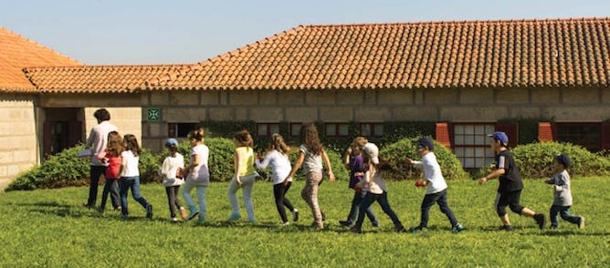 kids running serralves