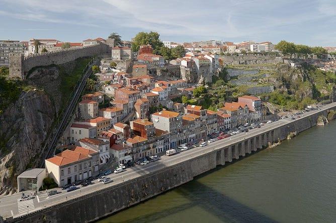 history porto funicular guindais