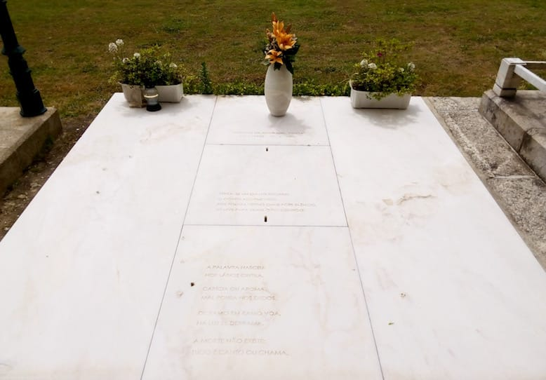 alvaro siza architect tombstone poet eugenio de andrade