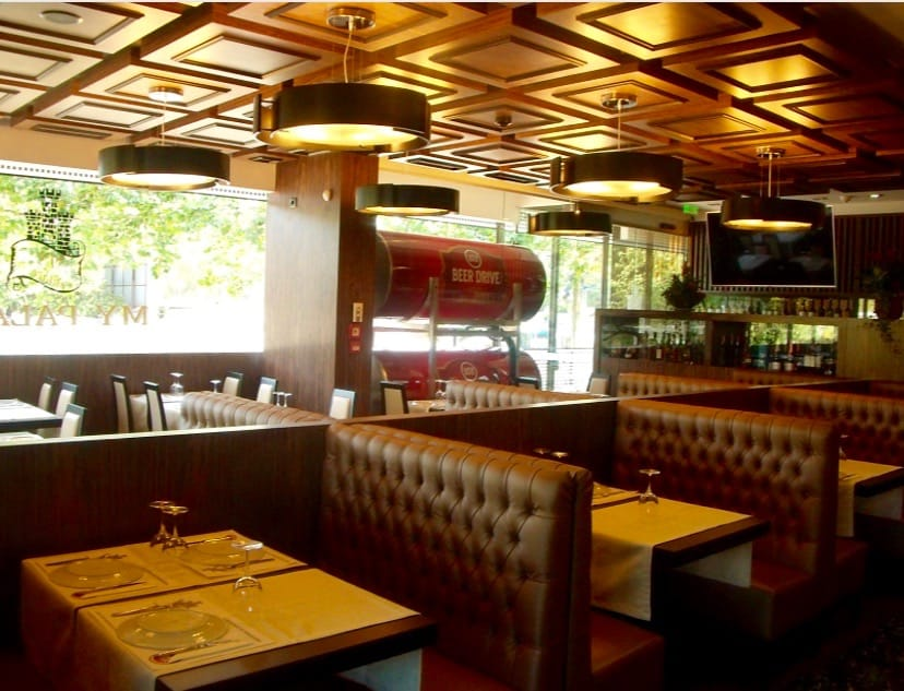 restaurante my palace watch football games porto