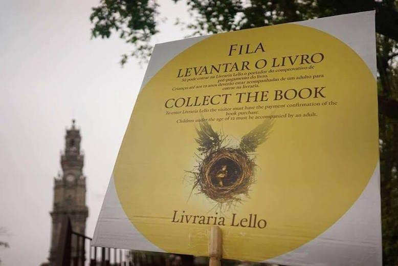Foto do lançamento mundial do novo livro da saga: Harry Potter & The Cursed Child, na Livraria Lello. Foi uma loucura, com milhares de pessoas à porta da Livraria!