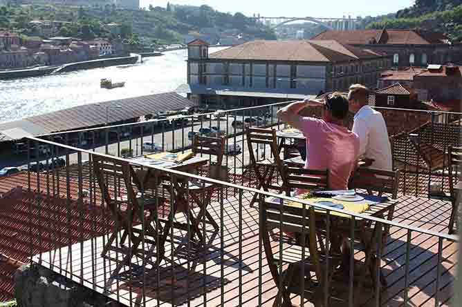 intrigo rooftop porto river view