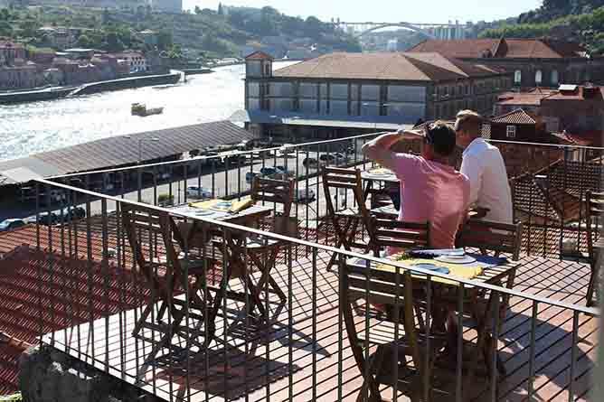 intrigo rooftop porto river view