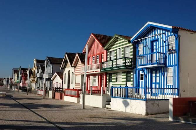 casas coloridas costa nova aveiro