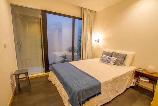 where stay aveiro casa mercanteis bedroom