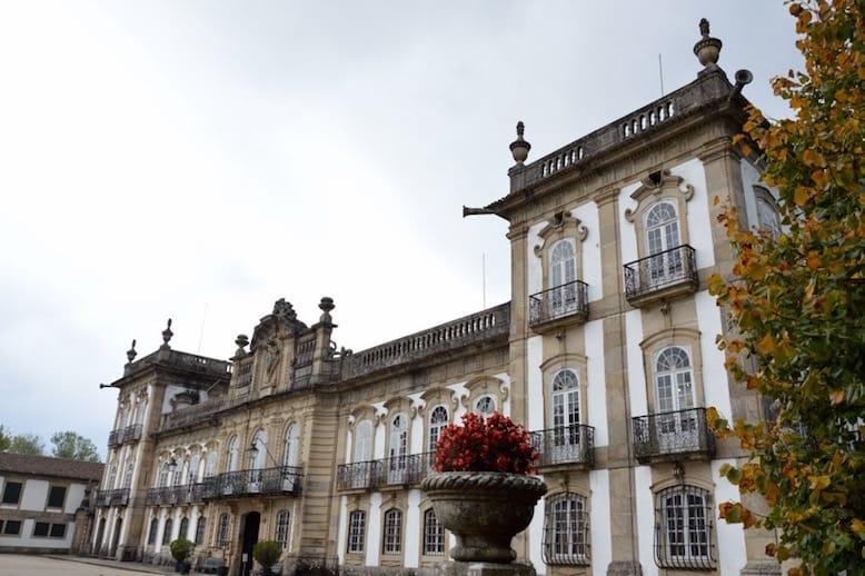 palacio brejoeira green wine portugal production process