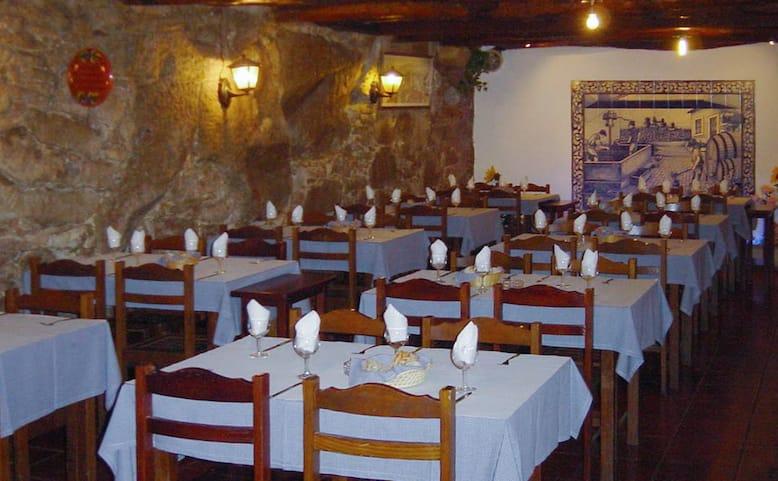 restaurantes para jantares de grupo no porto adega do carregal