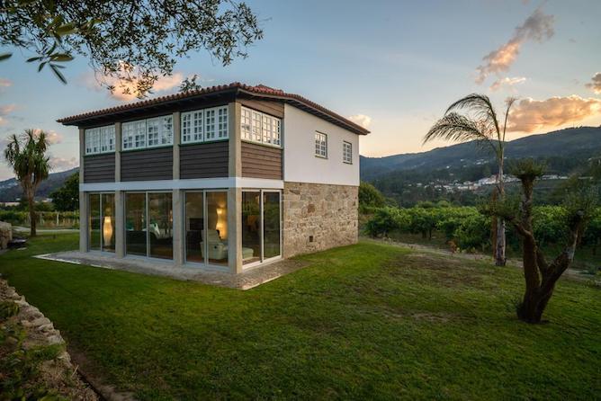 where stay green wine region portugal casa vinha