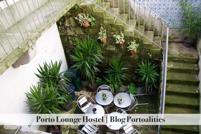 porto lounge hostel backyard
