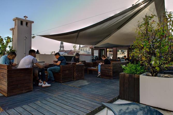rooftop rivoli cinema hostel porto