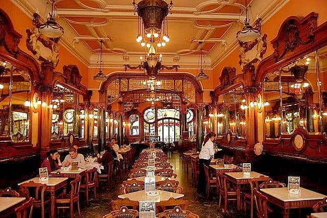 interior cafe majestic porto