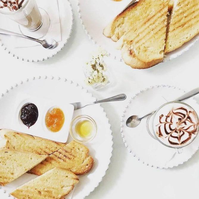 amarelo torrada breakfast porto toasts cappuccino
