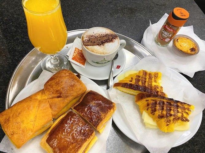 orange juice croissant cappucino confeitaria bolhao porto