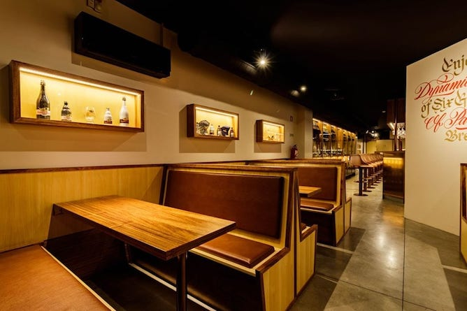 gulden draak craft beer bar porto main room