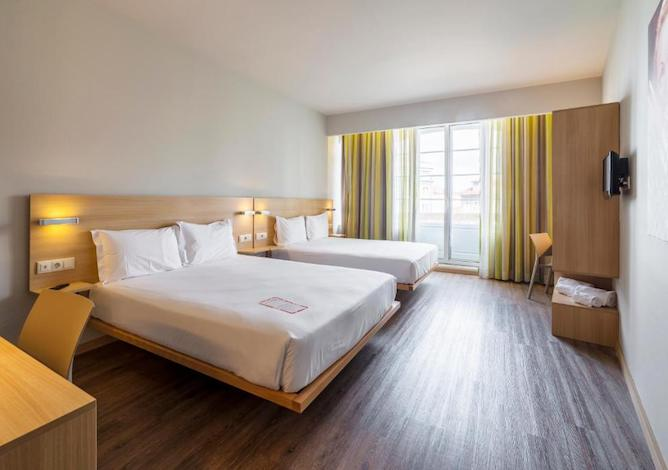 bedroom suitable for families moov hotel porto