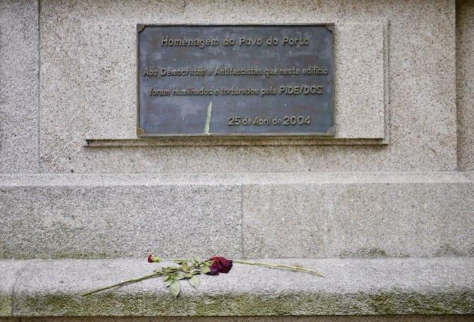 flowers victims portuguese dictatorship