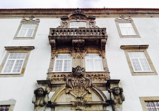fachada principal sereias granito