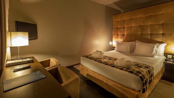 douro palace hotel resort spa bedroom