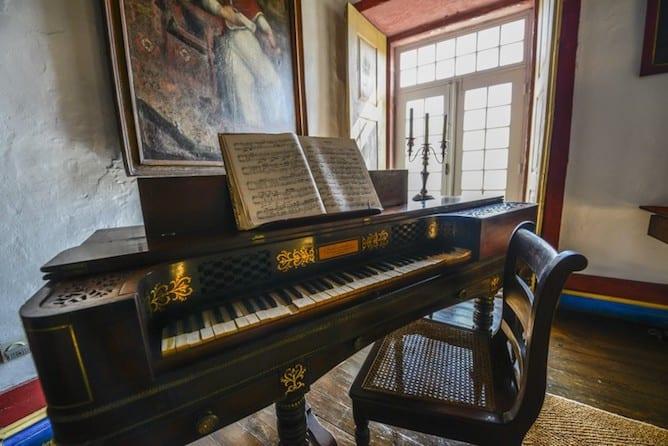 morgadia calcada country house douro valley ancient piano