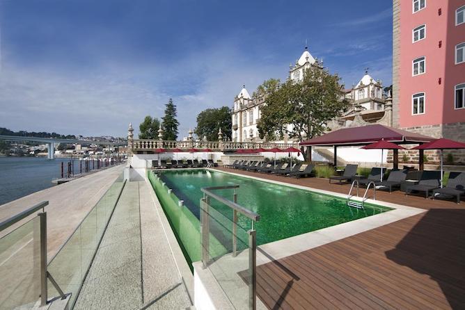 palacio freixo melhor hotel luxo porto piscina exterior