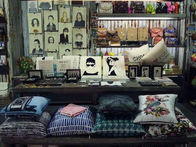 almada 13 souvenir store porto