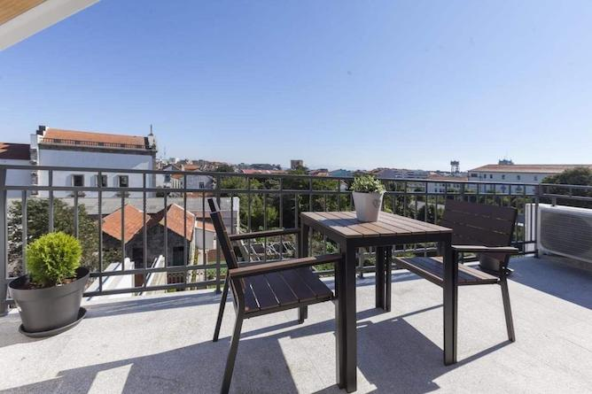 apartment stay in porto terrace overlooking city