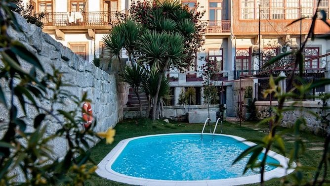 vintage apartment porto with swimming pool backyard