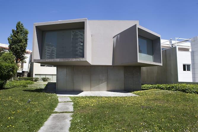 casa manoel oliveira porto designed souto moura