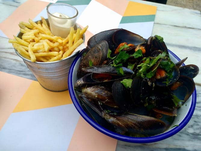 steamed mussels thai sauce moules restaurant porto