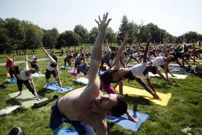 aulas yoga ar livre parque cidade porto