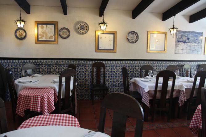 famous portuguese traditional restaurant porto cozinha do manel
