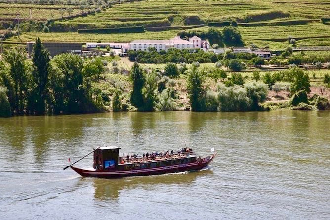 rabelo boat boat ride douro valley