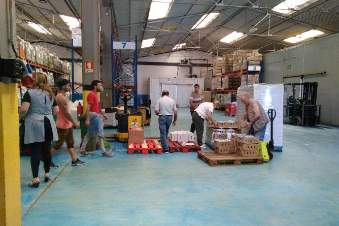 food bank volunteers porto