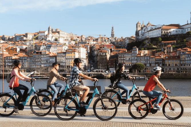 group friends riding bike porto