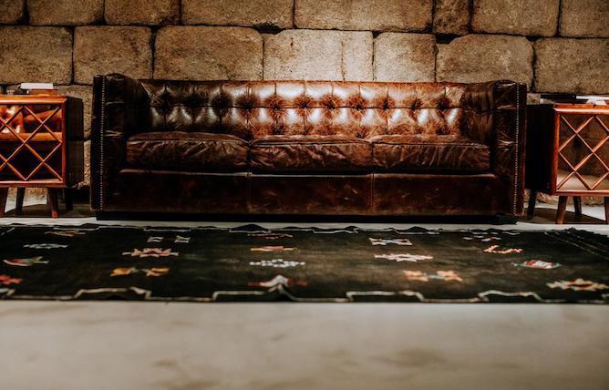 sofa couro exmo hotel porto
