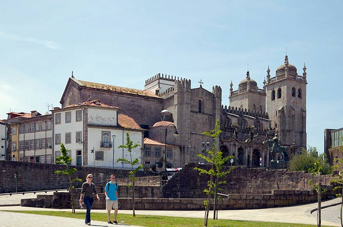 attractions porto portugal cathedral
