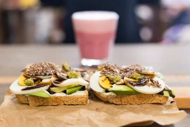 avocado toast hungry biker brunch porto