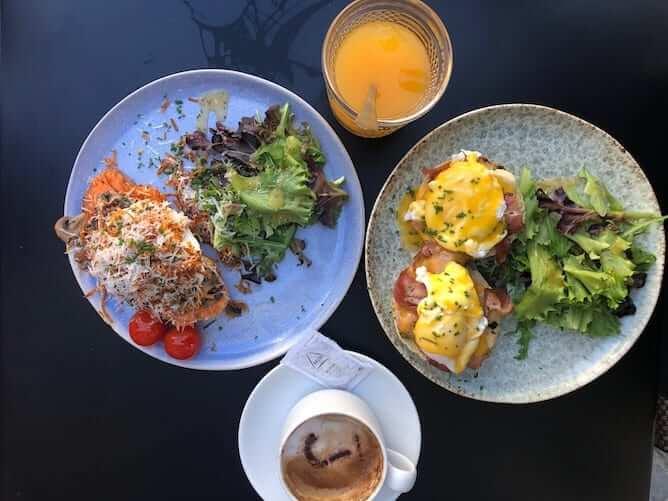 ovos escalfados tosta batata doce garden cafe brunch porto
