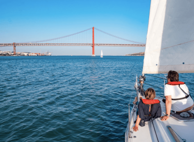 passeio barco rio tejo lisboa
