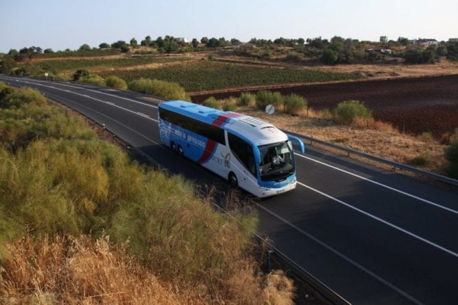 bus from porto to douro valley