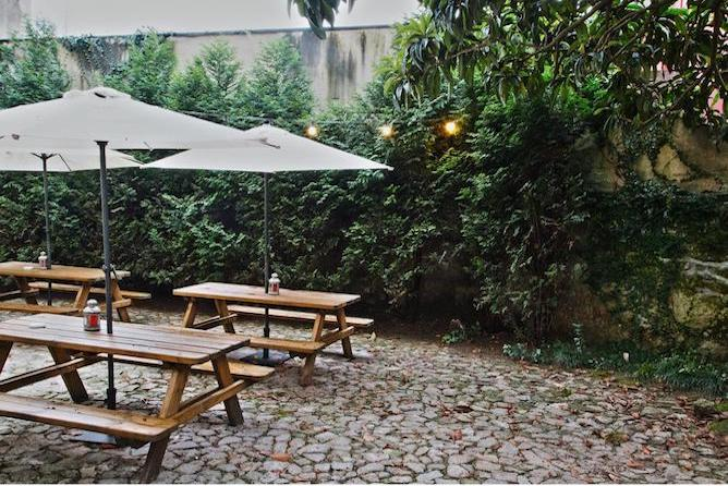jardim traseiras porto spot hostel
