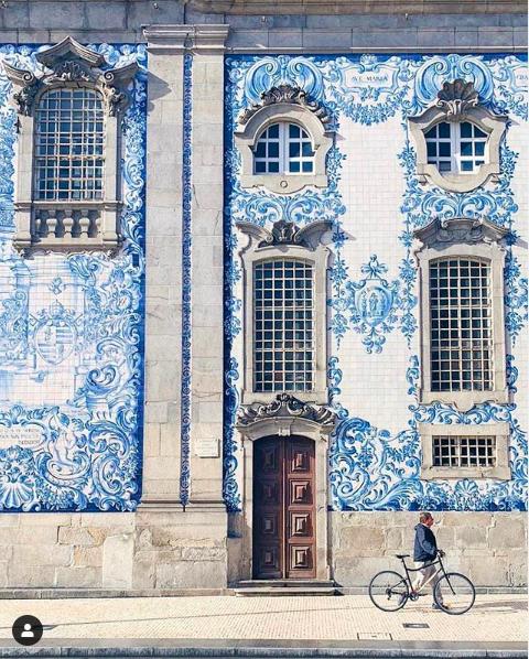 azulejo tiles igreja do carmo façade porto