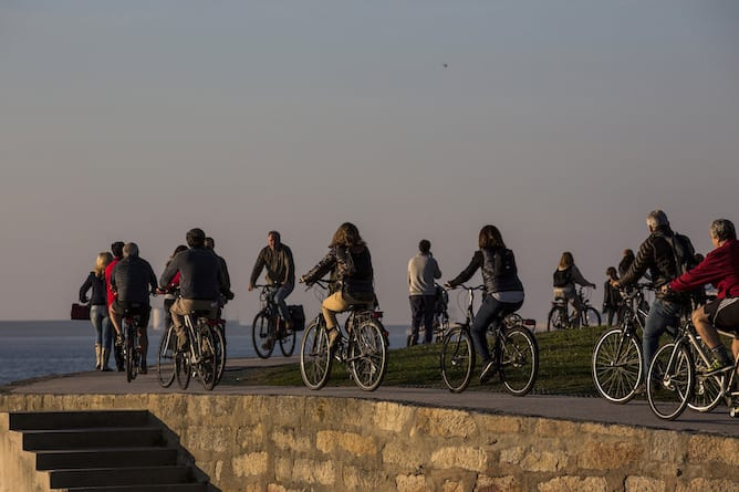 group riding bike foz porto