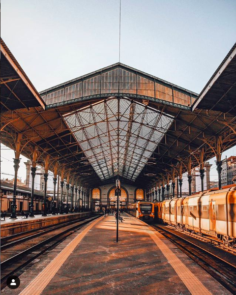 sao bento train station platform porto