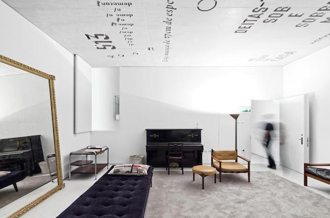 casa conto tipografia living room